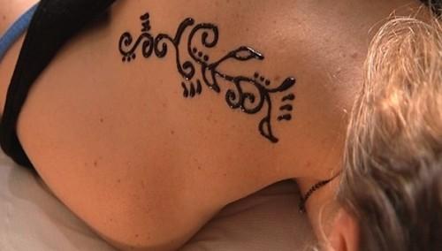Tatouage ph m re dor un vrai tendance pour l t m tropolitaine - Tatouage ephemere dore ...