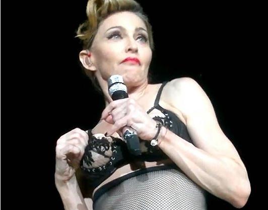Madonna dévoile son sein !