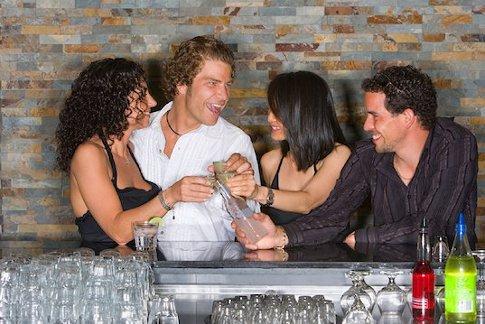 Chez Harry's bar, les hommes draguent différemment