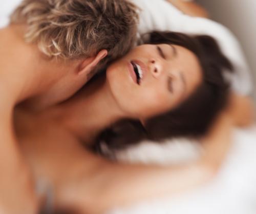 Sexe : plus de plaisir quand on est silencieuse ?