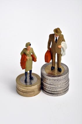 Les femmes : surqualifiées mais moins bien payées