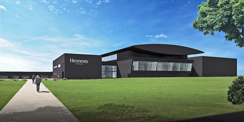 L'usine Henessy dans le Sud Ouest, inaugurée par Bernard Arnault récemment.
